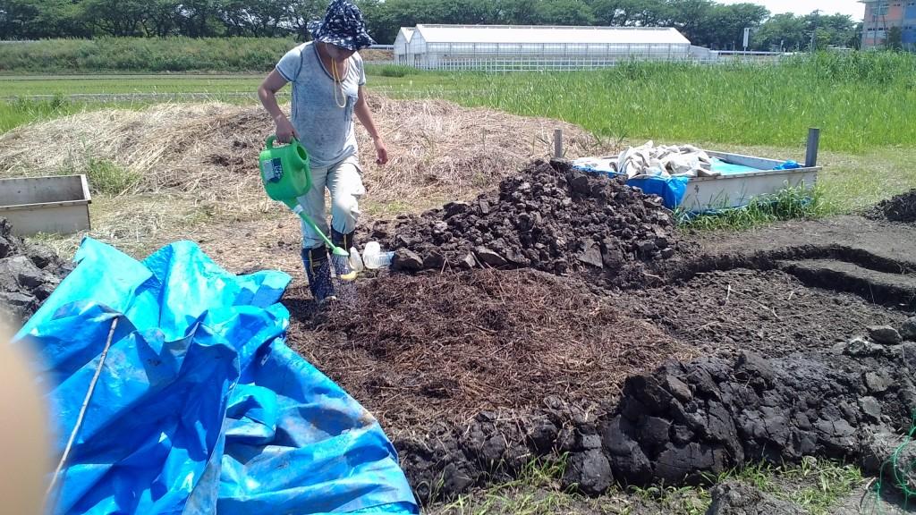 野積み堆肥の切り替えし