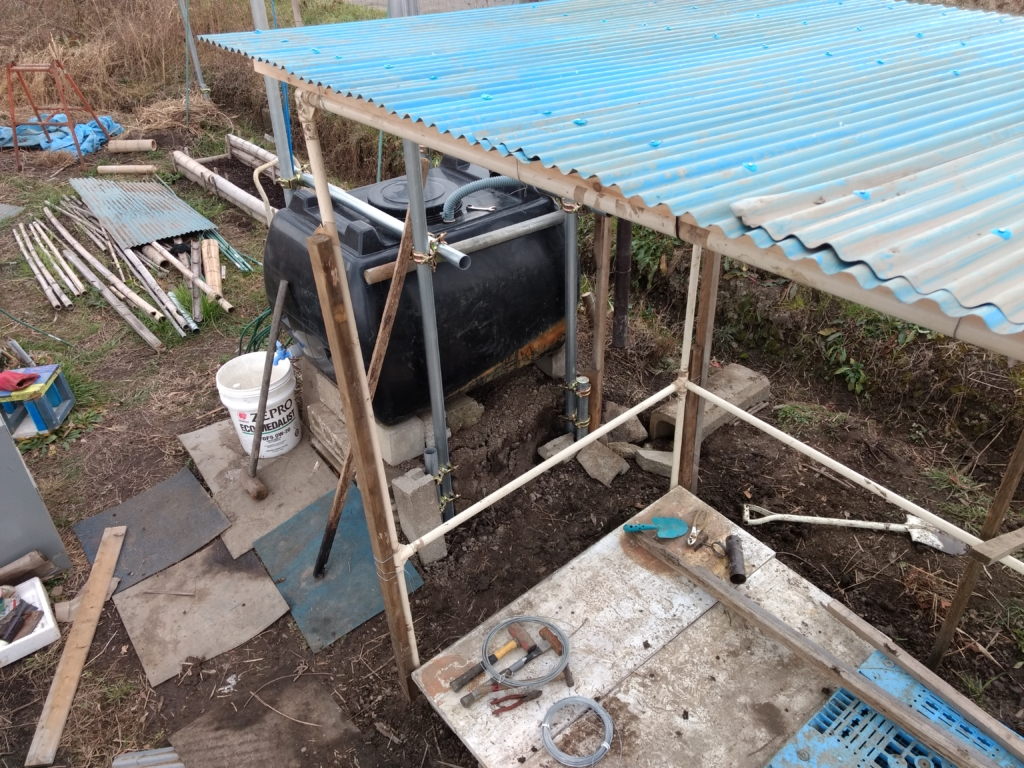 雨水タンクの上部も固定