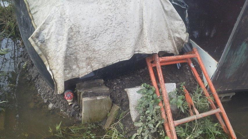 雨水タンクの土台も崩壊