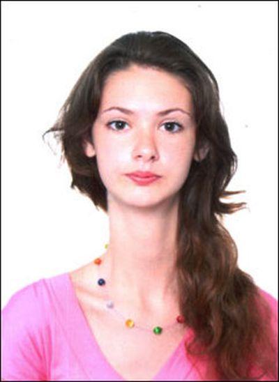 脊柱側湾症を克服した 「 マルファン症候群の美女 」